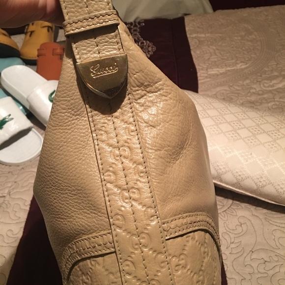 Gucci Handbags - 💯 authentic Gucci hobo bag